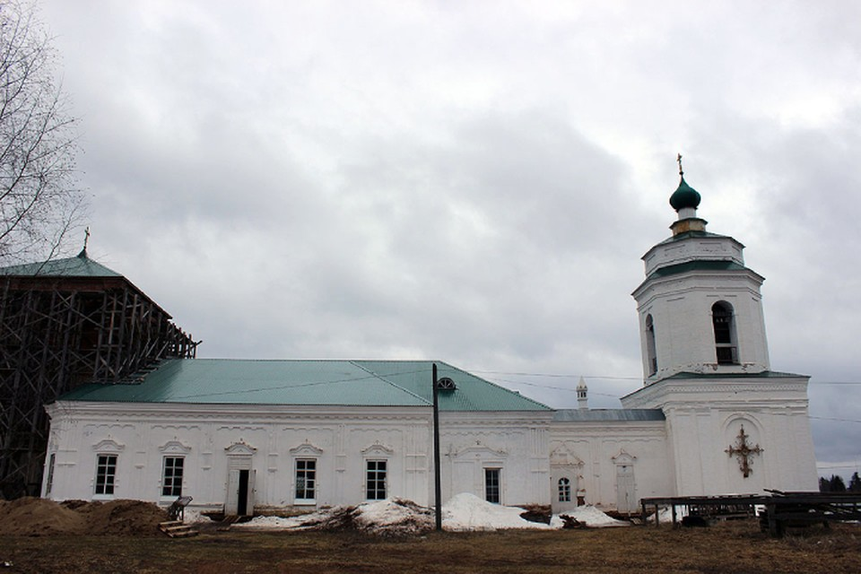 В Медянах сейчас восстанавливают церковь, в которой смогут разместиться на стоянку и отдых как духовенство, так и паломники. Фото: вятская-епархия.рф