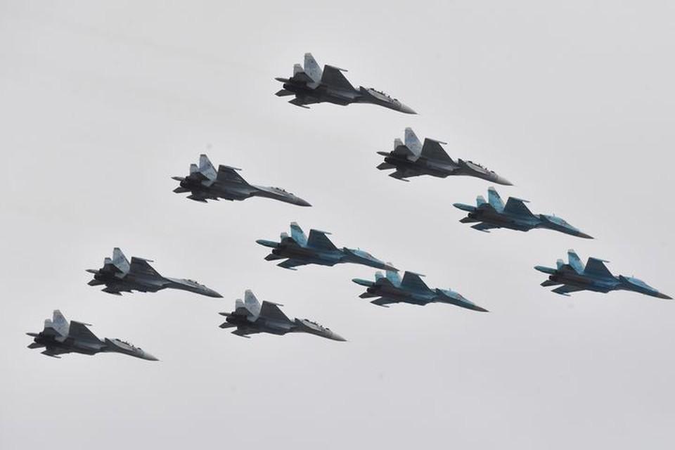 При благоприятных погодных условиях во Владивостоке состоится воздушная часть Парада Победы .