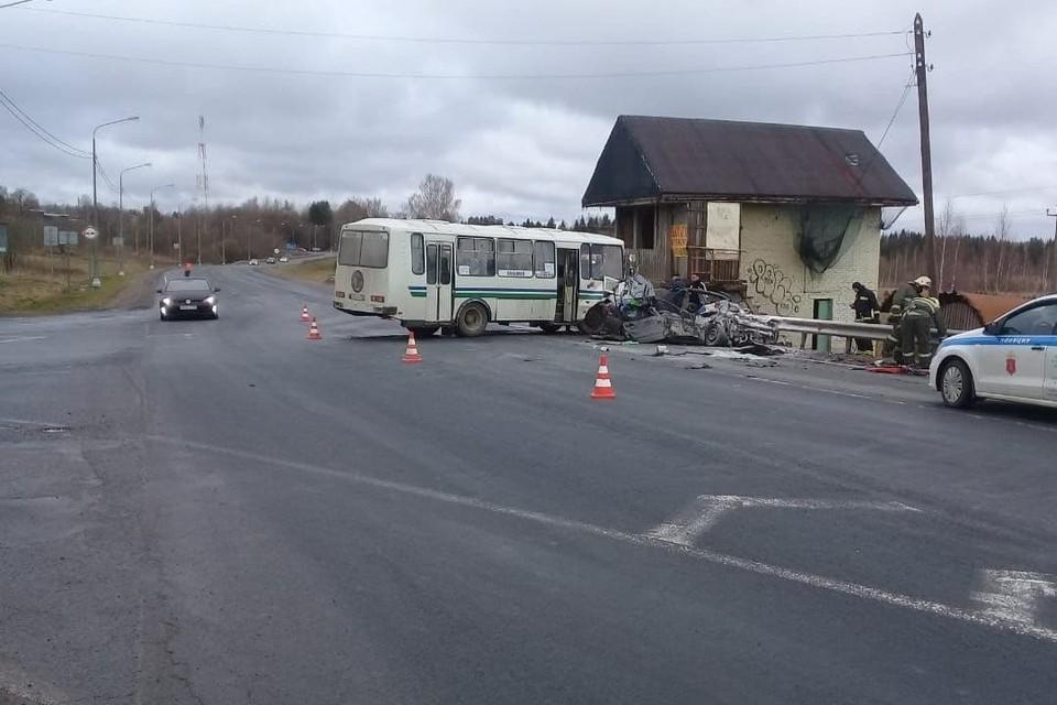 "Четыре человека погибли в ДТП в Ленобалсти. Фото: УПРДОР ""Северо-Запад""."