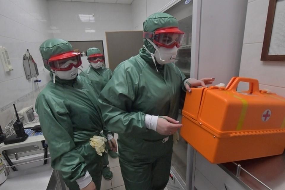 В больницах с COVID-19 и пневмониями проходят лечение 882 человека