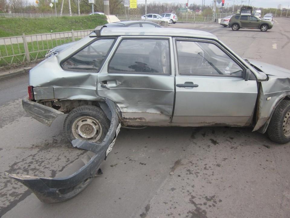 На Мостовой улице Орла 28 апреля 2021 года произошло тройное ДТП с один пострадавшим. Фото Госавтоинспекции Орловской области.