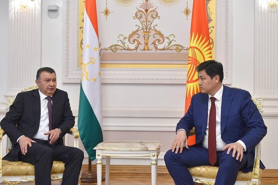 Главы правительств Таджикистана и Киргизии на встрече. Фото: gov.kg