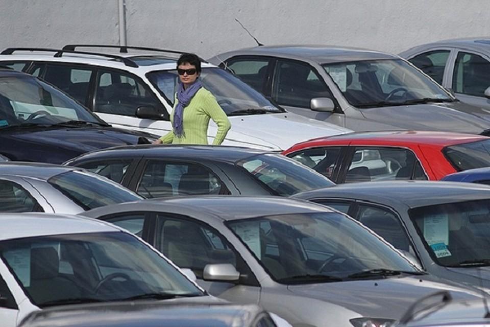 Изменения в режим работы платных парковок пришлось внести из-за решения Путина.