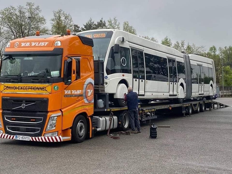 Первый современный двухзвенный троллейбус, приобретенный у компании в Италии, отправился в Кишинев. Фото: facebook.com/Ion.Ceban
