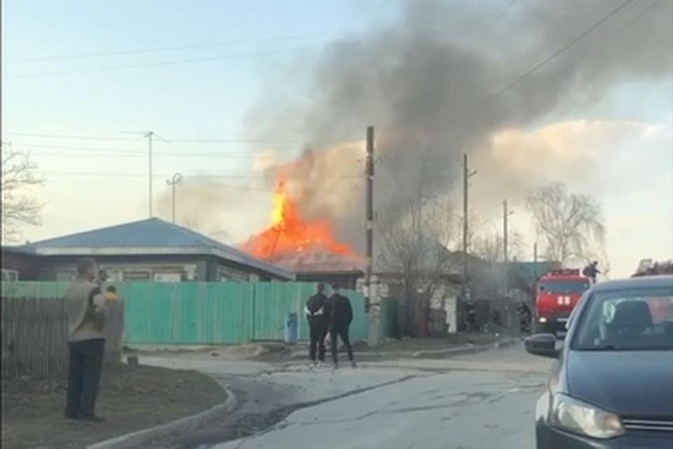 В Советском районе Новосибирска произошел пожар. Фото: Кадр из видео