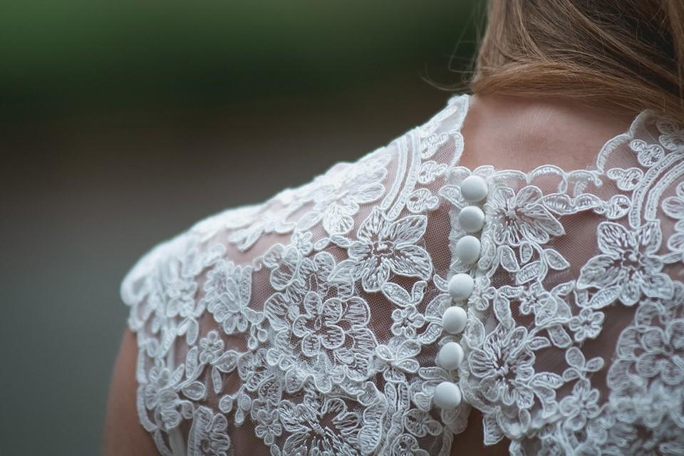 Платье с открытой спиной – это главный тренд весны и лета 2021 года. Фото: pixabay