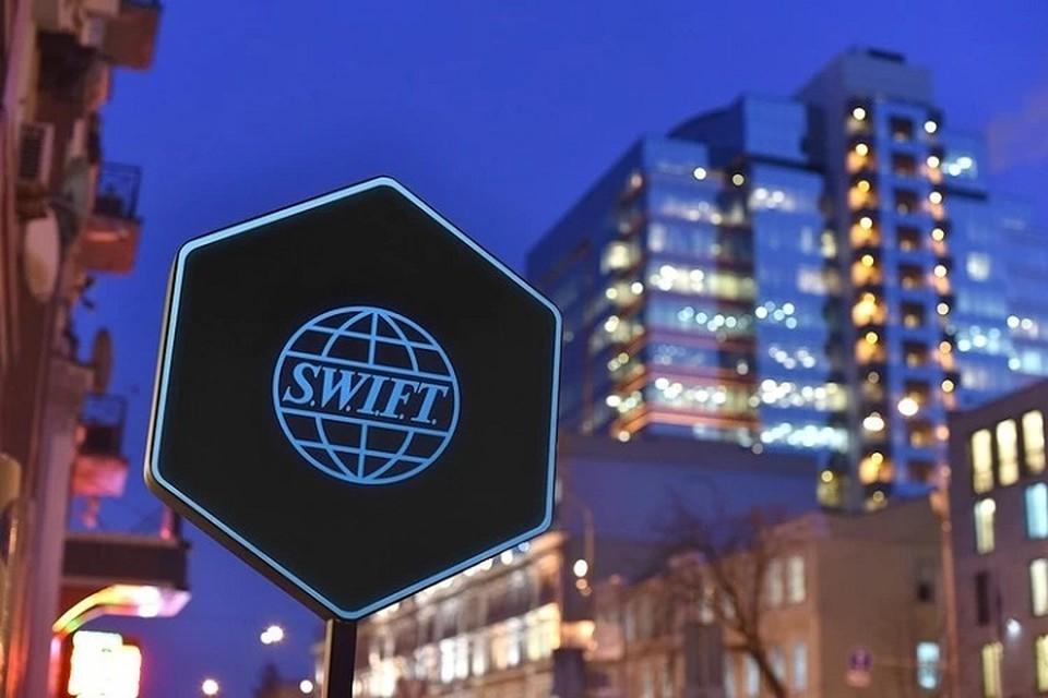 Банкир назвал главного пострадавшего в случае отключения России от системы SWIFT