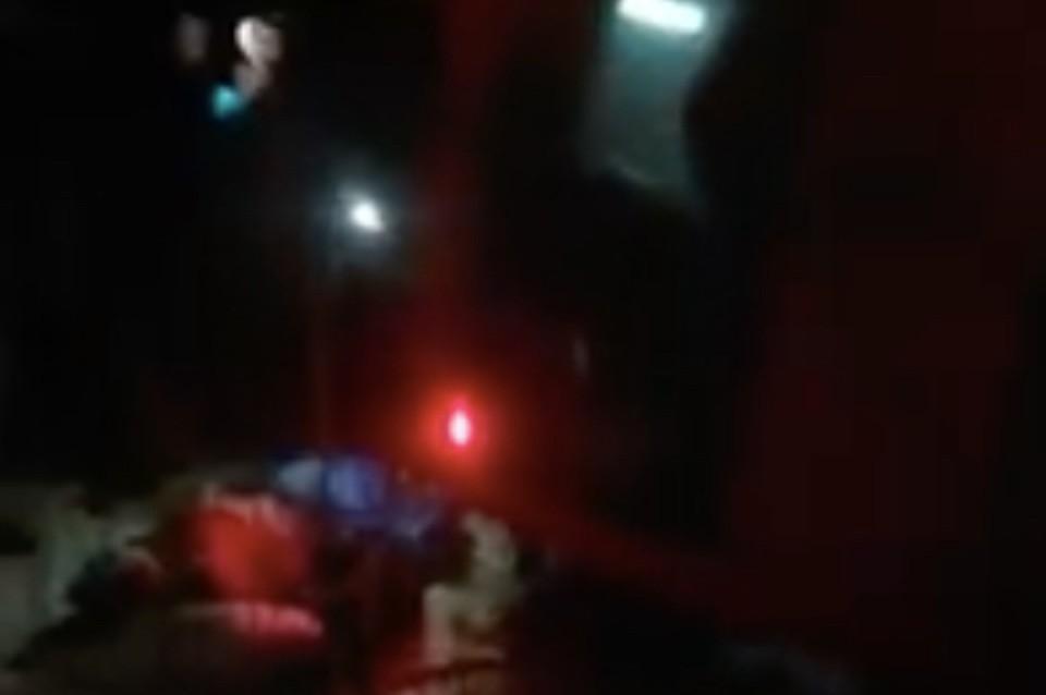 Людей с наиболее тяжелыми травмами забрал вертолет со спасателями и врачами на борту