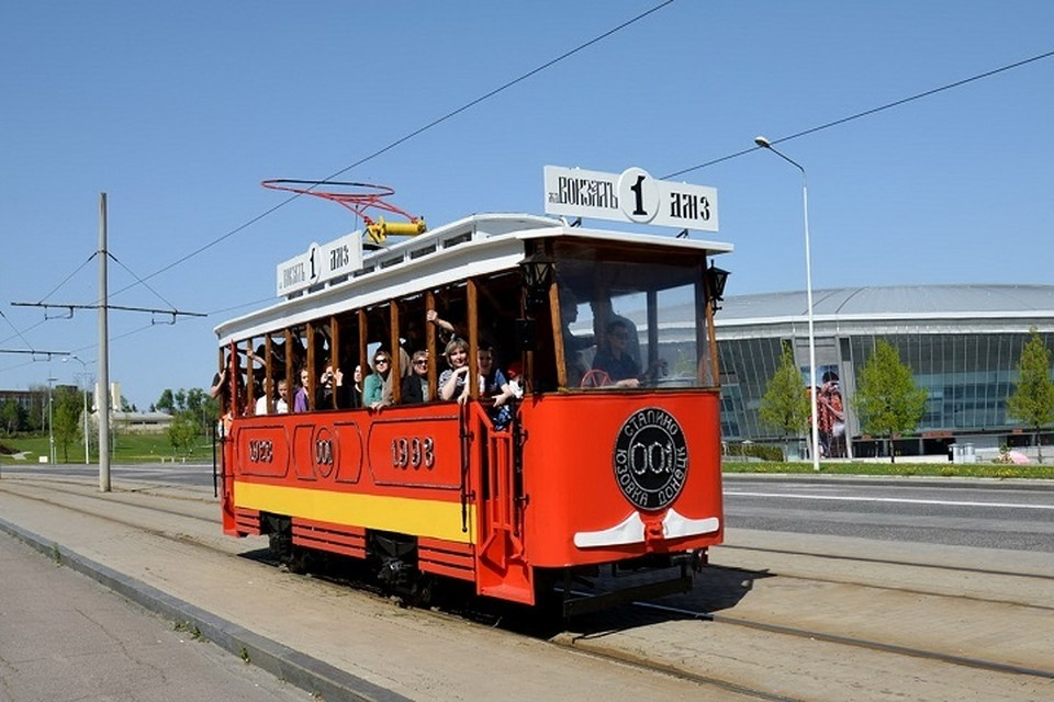Горожане любят прокатиться на историческом первом трамвае. ФОТО: Трамвайно - троллейбусное управление