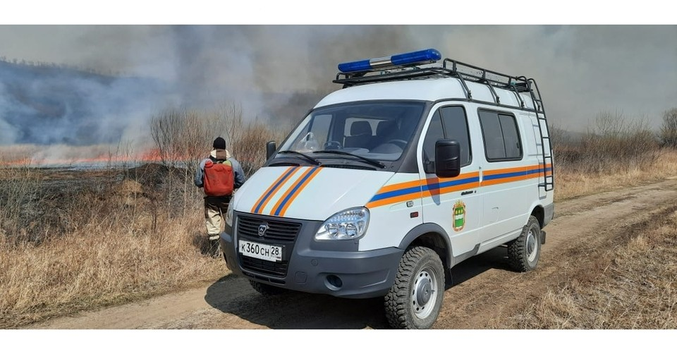 Природный пожар в районе Бибиково Фото:@amurskiespasateli