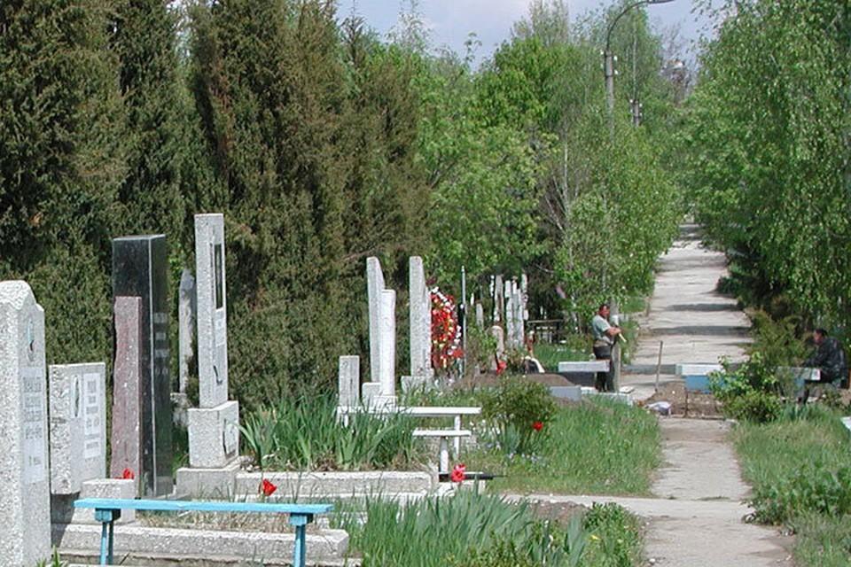 В период между Пасхой и Радоницей вход на городские кладбища будет закрыт. Фото: соцсети