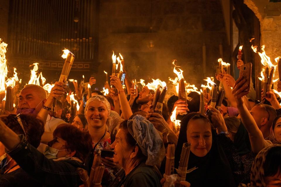 1 мая Благодатный огонь сошел в храме Гроба Господня в Иерусалиме