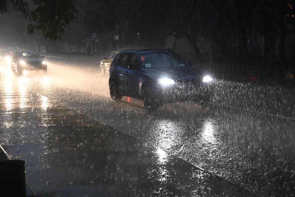 «Два ведра воды на квадратный метр»: москвичей предупредили о сильном дожде в ночь на 3 мая 2021