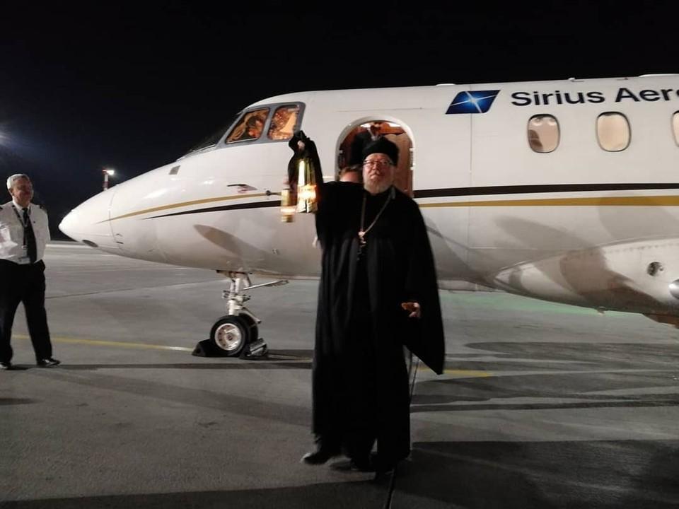 Отец Игорь Шестаков встретил благодатный огонь в Москве. Фото: vk.com/ishestakov67