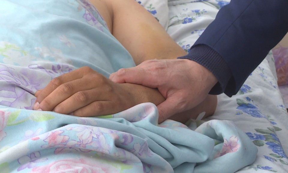 Улукбек Марипов навестил раненых и пострадавших в ходе последних событий на кыргызско-таджикском участке государственной границы.