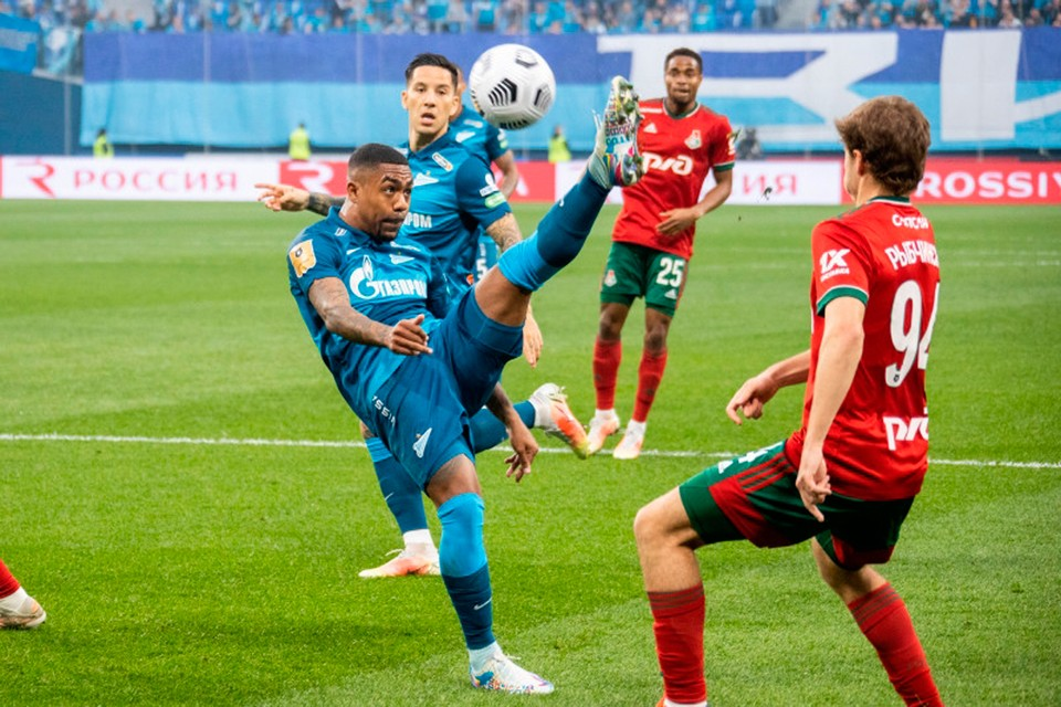 Зенит стал чемпионом, обыграв Локомотив с разгромным счетом.