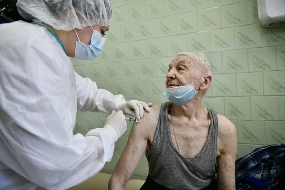 Во время майских каникул в торговых центрах работают пункты вакцинации