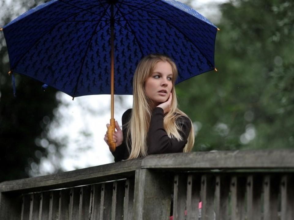 Рекомендуется не забывать дома зонтики.