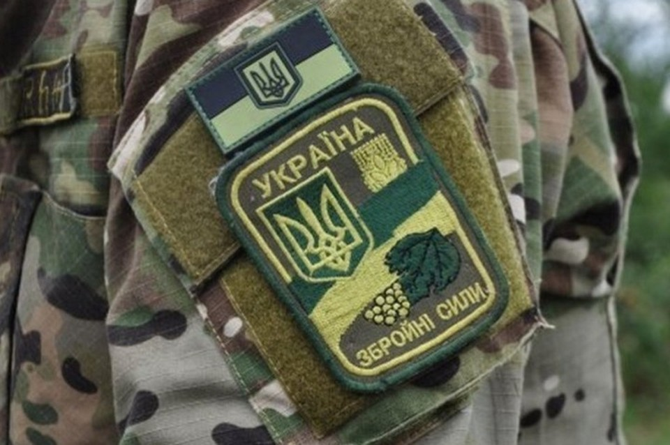 Украинский комбриг приказал нанести на авто бригады знаки СЦКК. Фото: штаб ООС
