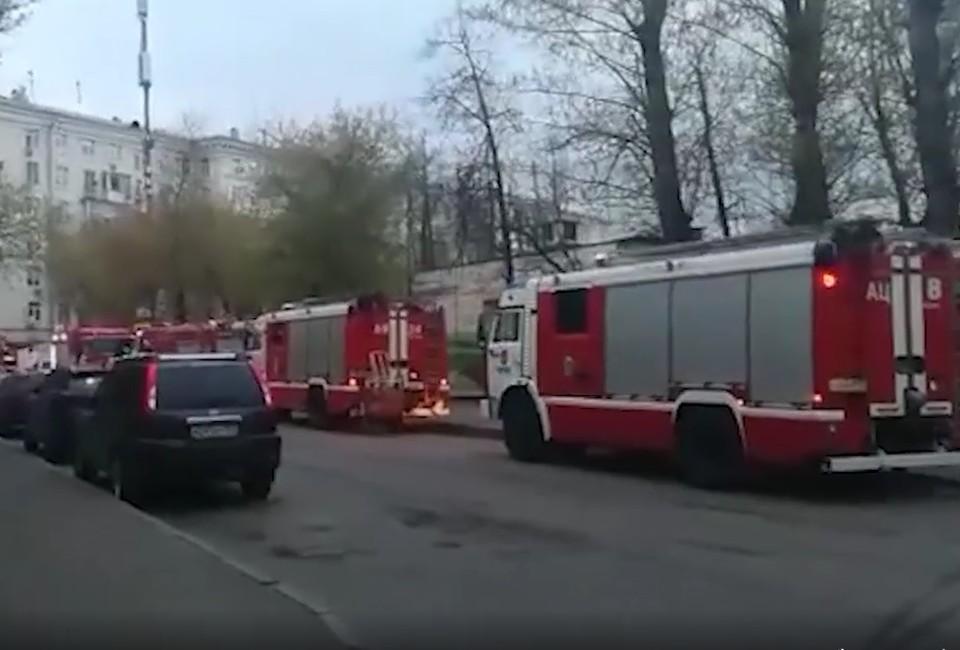 Видео пожара в гостинице «Вечный зов» в Москве появилось в сети. Фото: кадр из видео