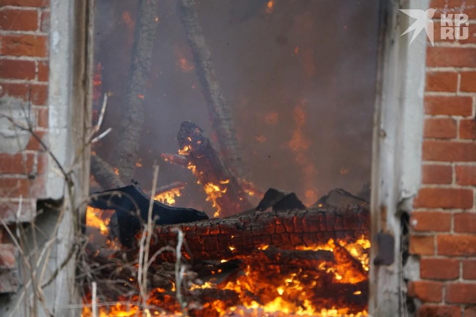 В огне, охватившем одноэтажную постройку, погиб мужчина 38 лет.