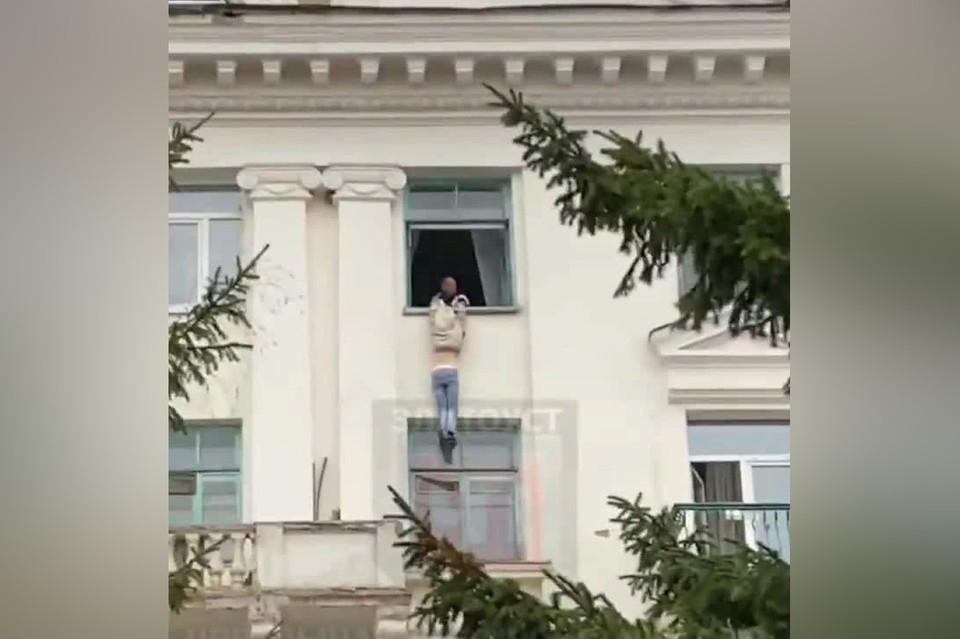 Пострадавшая выжила, но получила серьезные травмы. Фото: скриншот видео ЧП Златоуст / Vk.com