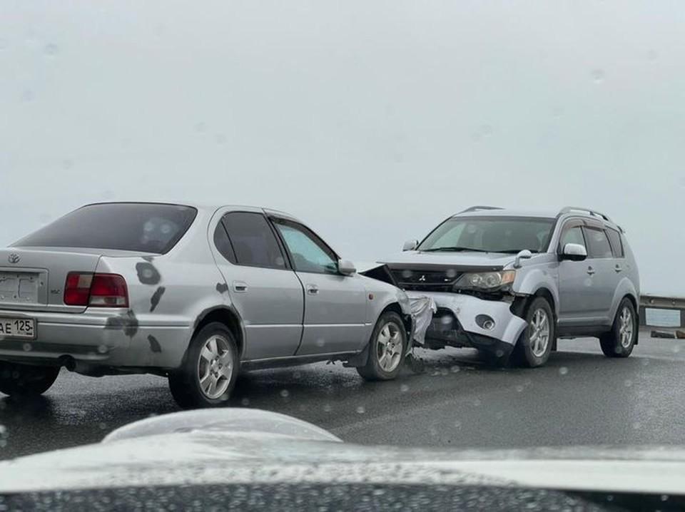 Лобовое столкновение на трассе во Владивостоке. Фото: Юлиана Виноградова.