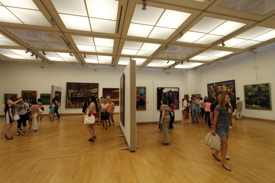 Участниками выставки являются не только члены Союза художников России, но и молодые таланты.