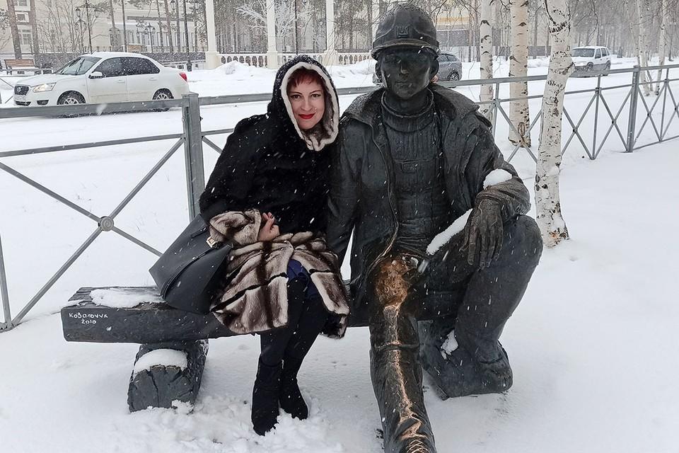 Я в Когалыме с памятником нефтяника.