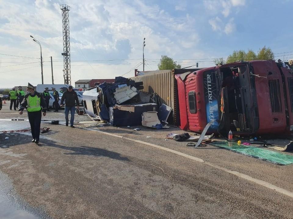 В ДТП в микроавтобусом в Смоленской области пострадали 13 белорусов. Фото: УМВД РФ по Смоленской области.
