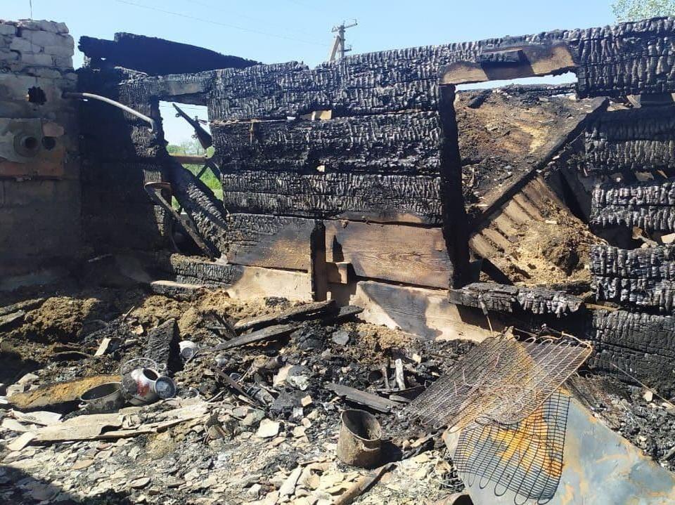 Огонь уничтожил частный дом в селе Арбузовка