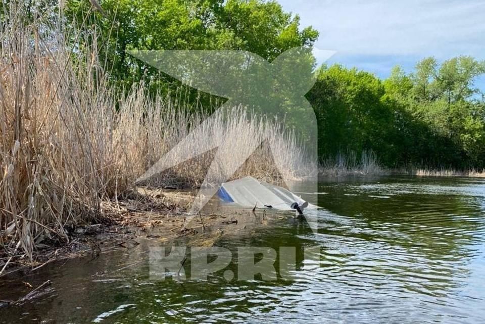 После столкновения один из катеров ушел под воду