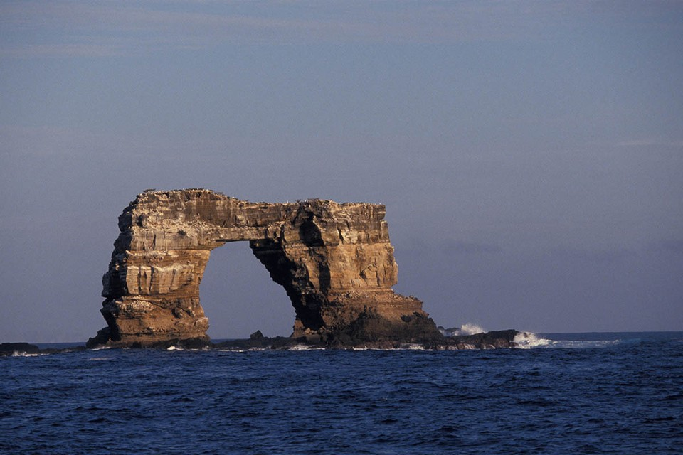 El famoso Arco Darwin en las Islas Galápagos, que se ha ganado el título de la meca de los buceadores, se ha derrumbado.