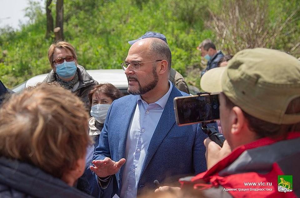 Константин Шестаков встретился с жителями Толстого, 25. Фото: Анастасия Котлярова/Администрация Владивостока.
