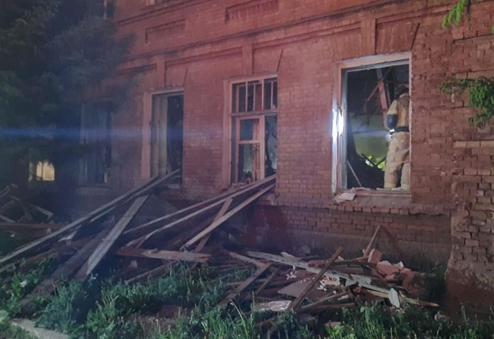 В Новосибирске обрушилось перекрытие двухэтажного здания. Фото: ГУ МЧС по НСО