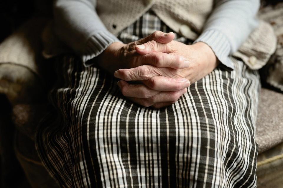 В квартиру 91-летней пенсионерки ворвались двое злоумышленников и украли около 500 тысяч тенге
