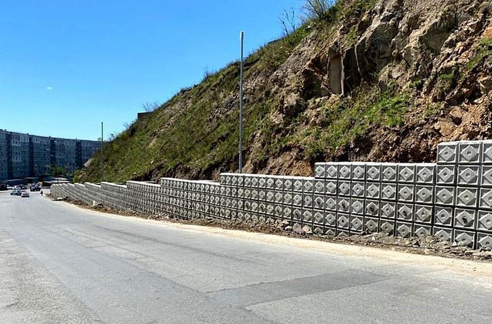 Новые подпорные стены строят в разных районах города.