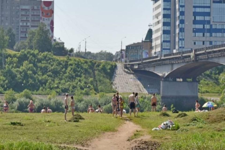 За соблюдением социальной дистанции на пляже будут следить полицейские. Фото: admkirov.ru