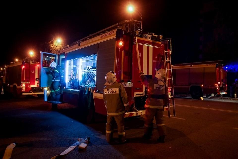 Пожарные не успели спасти автомобиль, ущерб превысил миллион рублей
