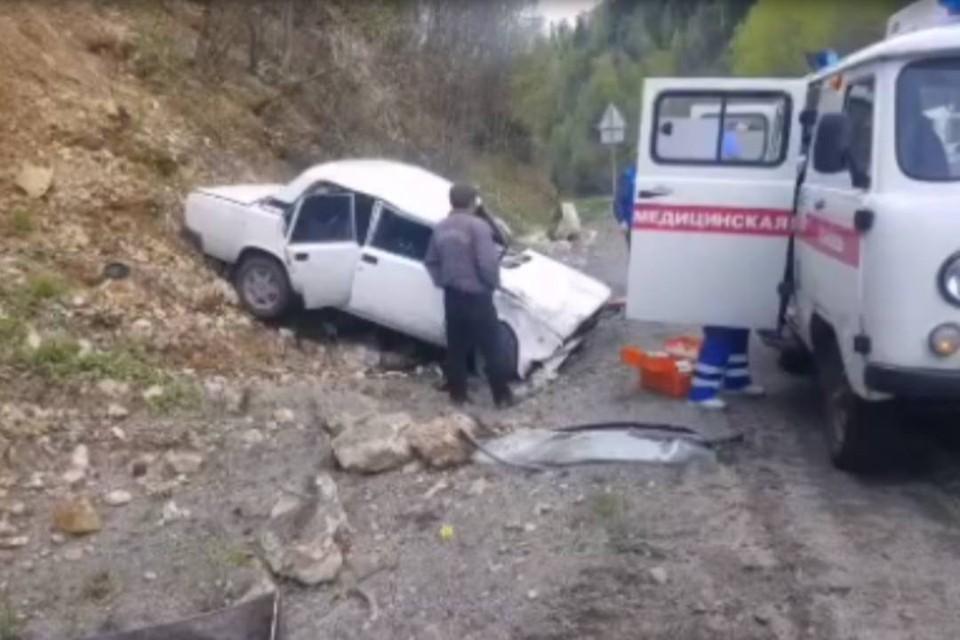 """Автомобиль """"ВАЗ"""" перевернулся на федеральной трассе """"Байкал"""" в Слюдянском районе"""