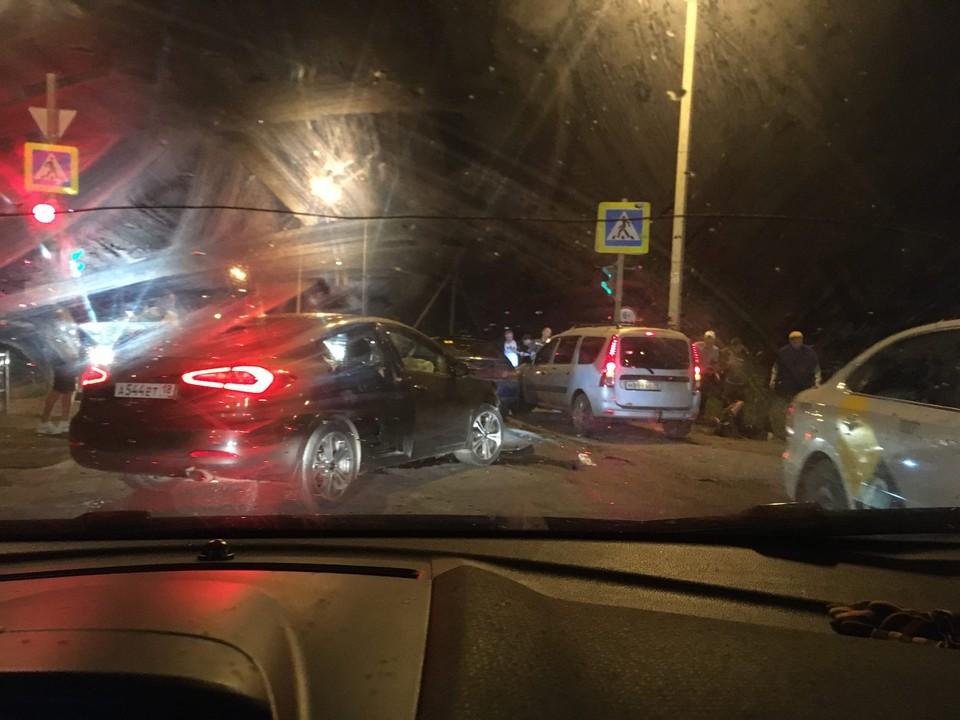 Под Ижевском столкнулись два легковых автомобиля Фото: очевидец происшествия