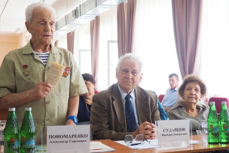 Участники совещания рассмотрели успешный опыт работы в сфере патриотического воспитания, которую ведет местная организация ветеранов