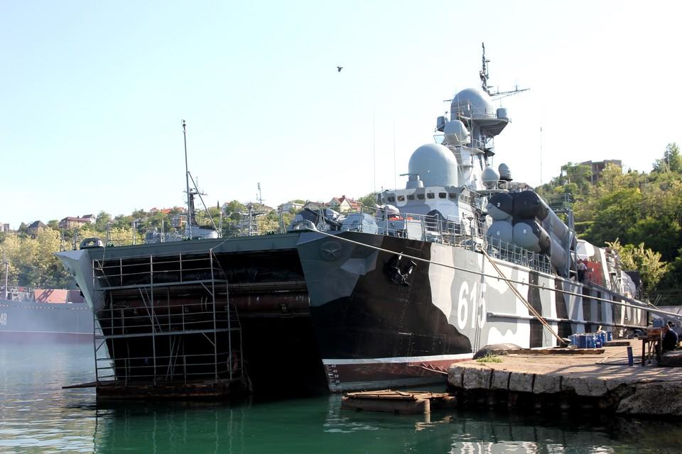 Впереди подготовка кораблей для участия в торжествах ко Дню ВМФ России. Фото: Сергей Горбачев