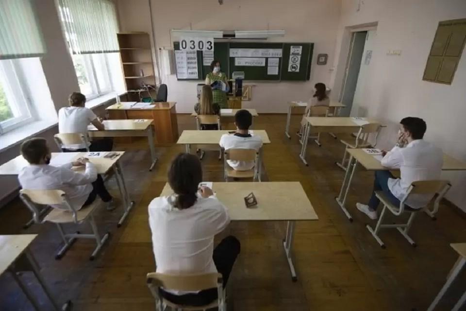 Новосибирские школьники начали сдавать ЕГЭ по трем предметам
