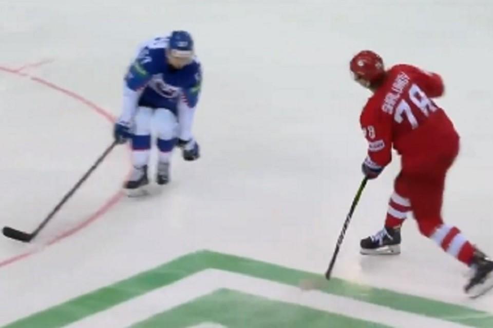 Хабаровчанин Артем Зуб сегодня выйдет на лед против Швеции в составе сборной России. Фото: скриншот с трансляции матча.