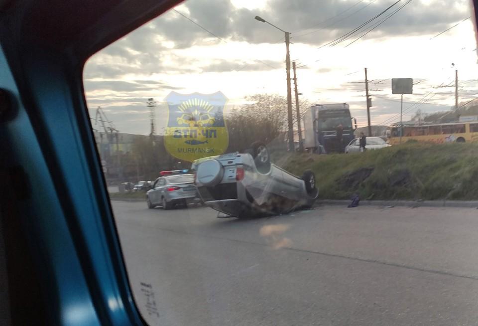 В этой аварии повреждения получила машина, водитель, к счастью, не пострадал. Фото: vk.com/murmansk_dtp