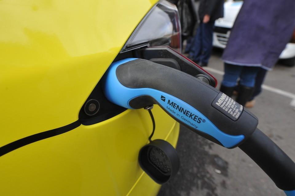 До конца года зарядные комплексы для электромобилей появятся еще в 10 районах республики