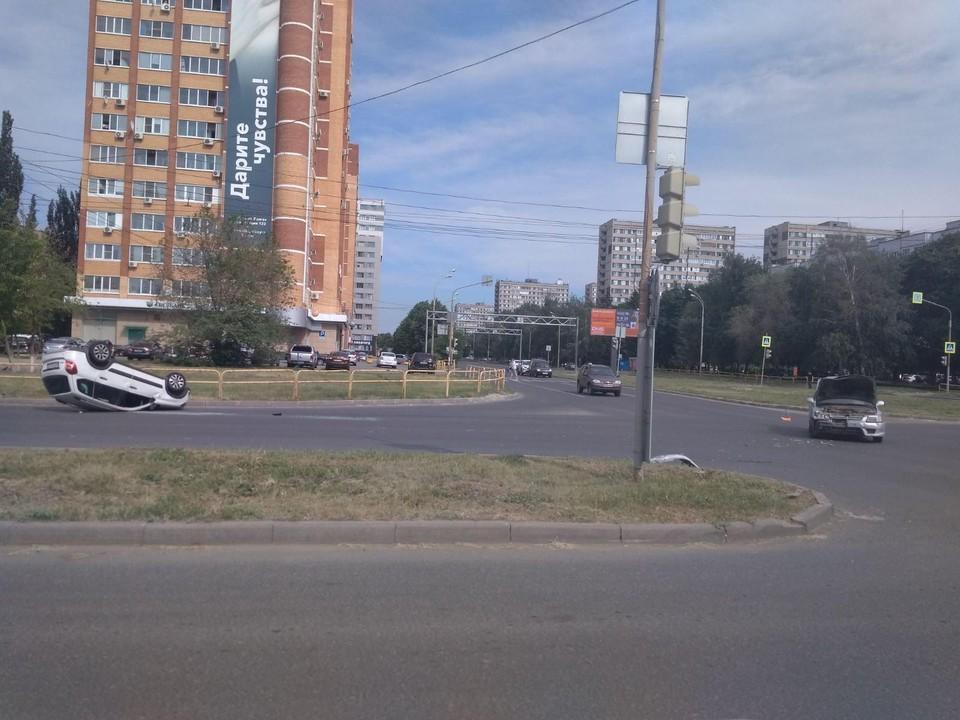 Ладу отбросило на несколько метров Фото: ГУ МВД по Самарской области