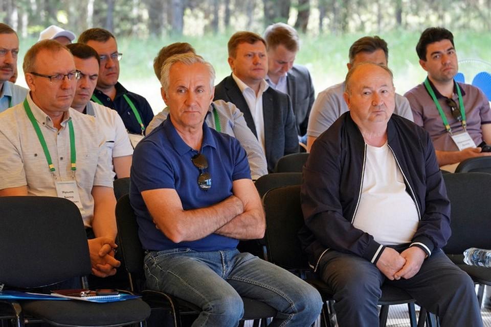 Под горячую руку Хабирова попали мэр Уфы Сергей Греков (в центре) и его подчиненные и и.о. министра транспорта Виктор Жульков (слева)