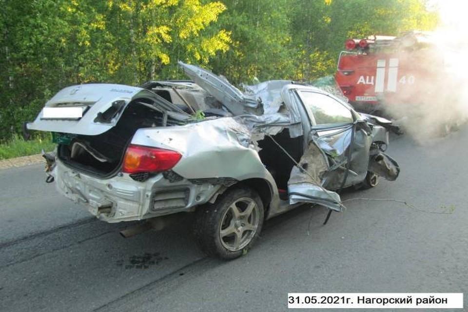 По предварительной информации водитель иномарки не справился с управлением. Фото: vk.com/gibdd43